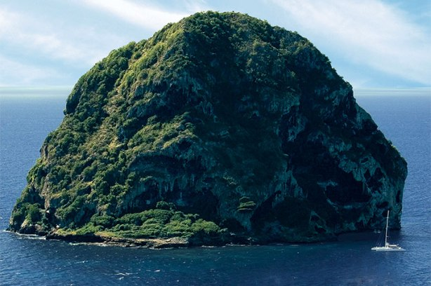 Rocher du diamant Martinique.jpg
